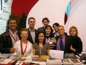 Algunos miembros de la Asoc. Turismo Alpujarra junto al diputado de turismo en FITUR.