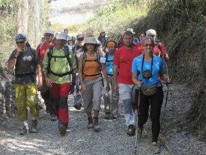 Senderistas por los caminos de La Alpujarra