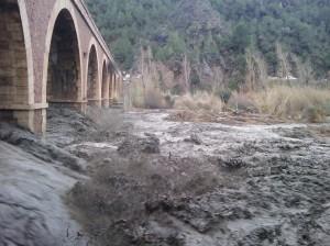 Los sietes ojos del puente con agua