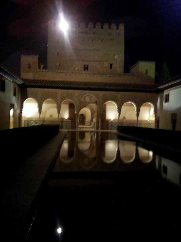 Palacio de Comares de noche